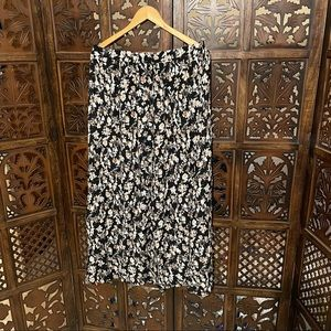 Pretty small floral print skirt black n creame with white
